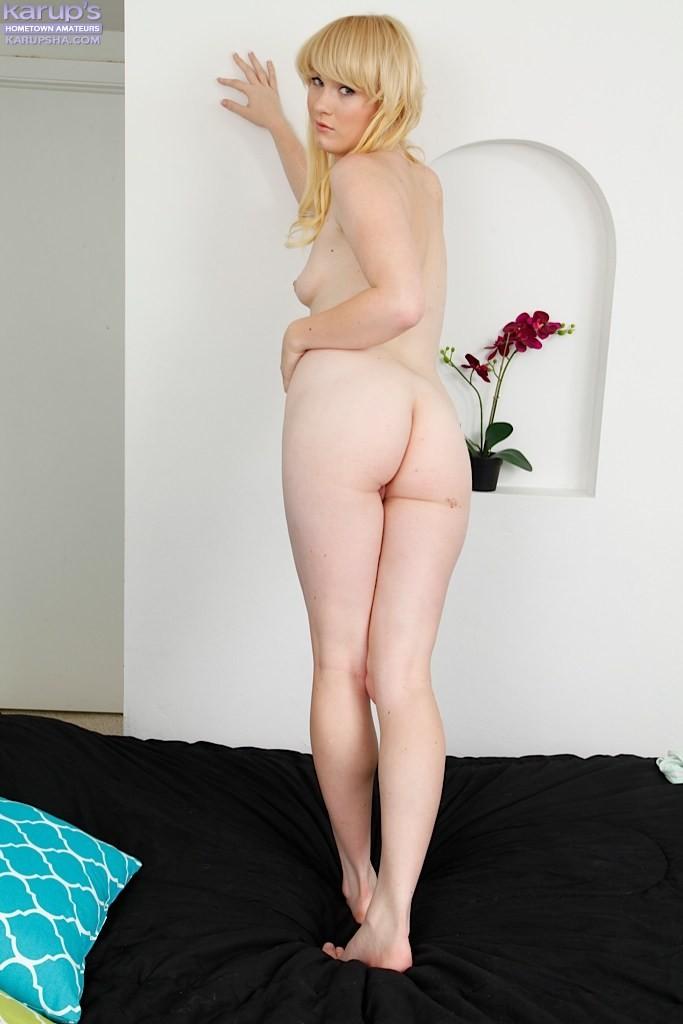 Блондинка Лила Роуз