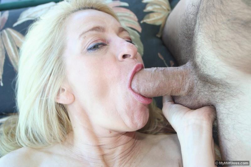 Грудастая блондинка Robin Pachino делает глубокий минет и дает трахнуть свою зрелую киску
