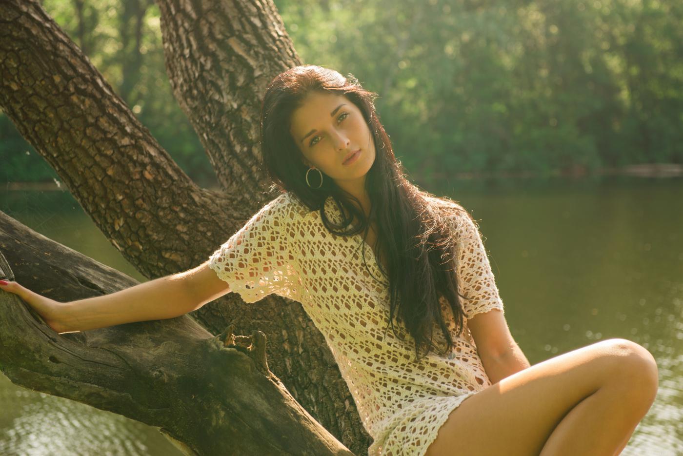 Соблазнительная брюнетка Katya AC показывает красивое голое тело
