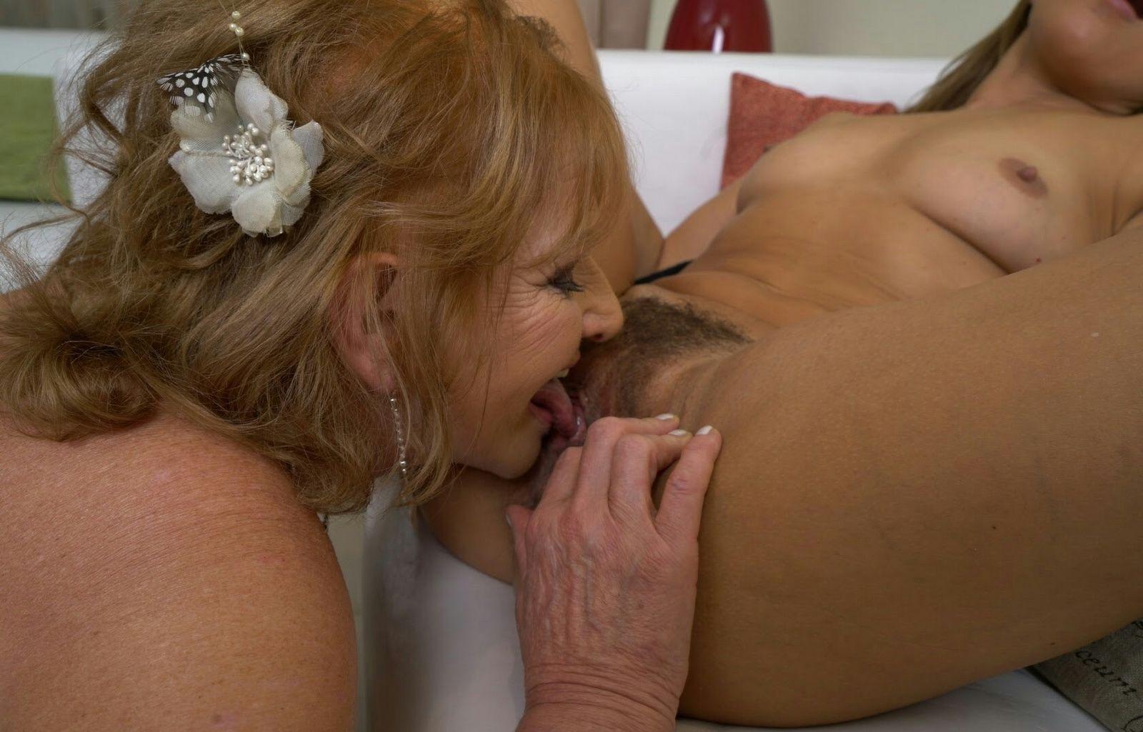 Две молодые пришли в гости к пожилой любовнице