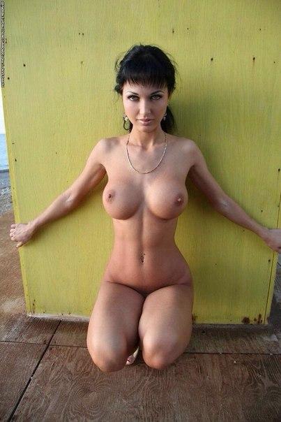 Сексуальные мамочки показывают большие сиськи