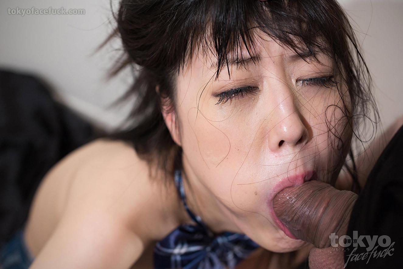 Кохару Наруми делает минет