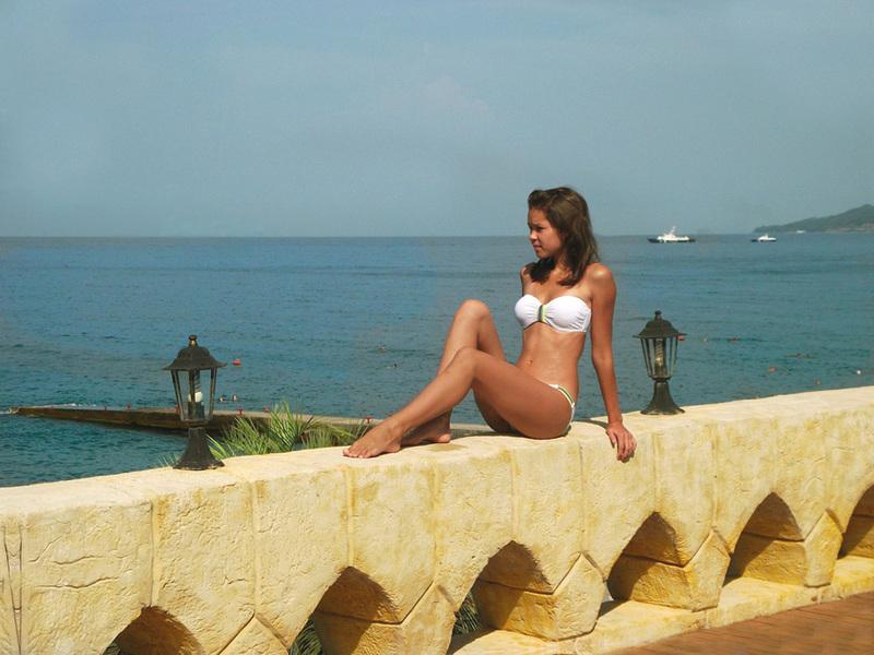Снимки молодой модели для эротического журнала