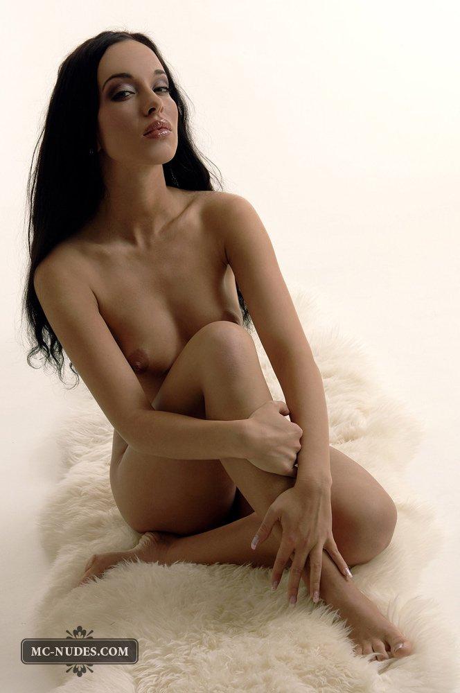 Nancy Mcnudes - классная латиноамериканская цыпочка, готовая всегда показать свое тело